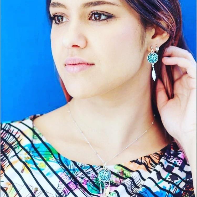 Abbinamento orecchini collana bracciale e vestito
