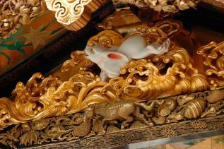 The gable carvings are attributed to the 17th-century sculptor Hidari Jingoro.