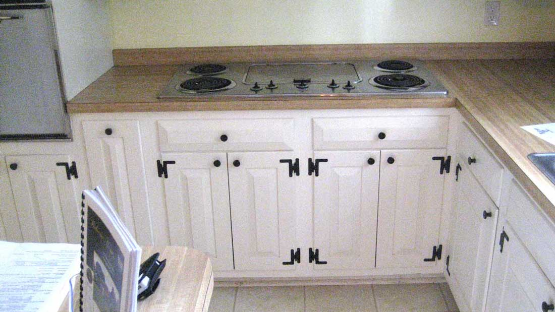 White Cabinets with Dark Cabinet Hardware and Cabinet