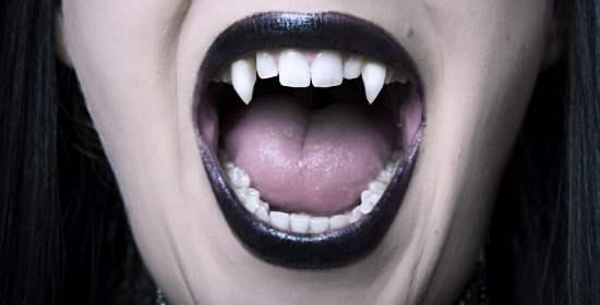 Mia mamma sta uscendo con un vampiro