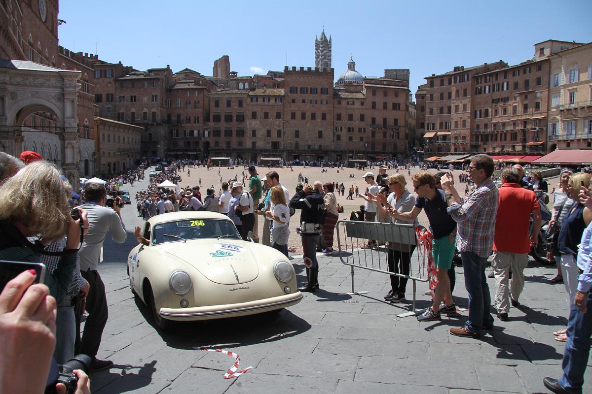 La Mille Miglia a Siena