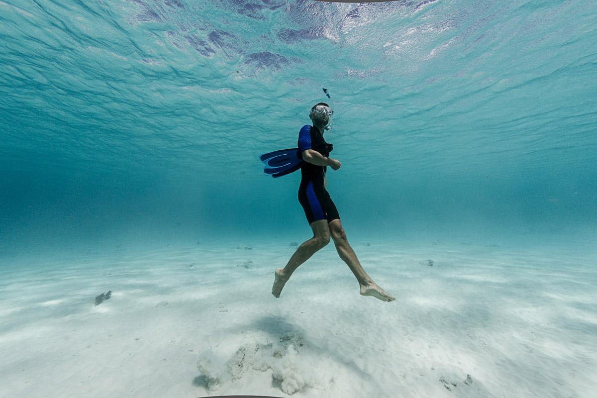 Al mare, con un subacqueo al polso (e il portafoglio pieno)