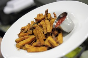 Sweet Potato Fries, 2014, 2015, deep house, Sinatra, beer, taps, bar, grill, Philadelphia,pa, bricks, filial bar, pizza, happy hour, center city, del frisco, lounge, bar,cheap, 5 stars,