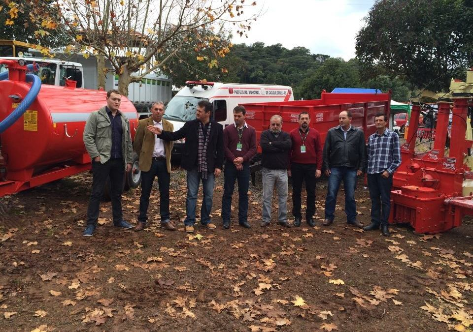 Giovani Cherini destina implementos agrícolas para Cacique Doble