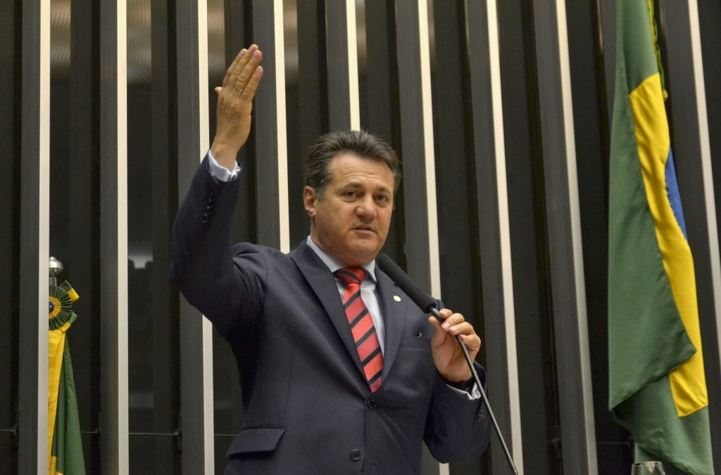 Na tribuna, Giovani Cherini relata as ações da Bancada Gaúcha