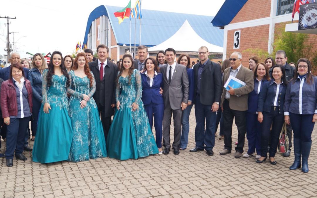 EXPOSOL 2015 inicia em Soledade com presença de Giovani Cherini e mais autoridades