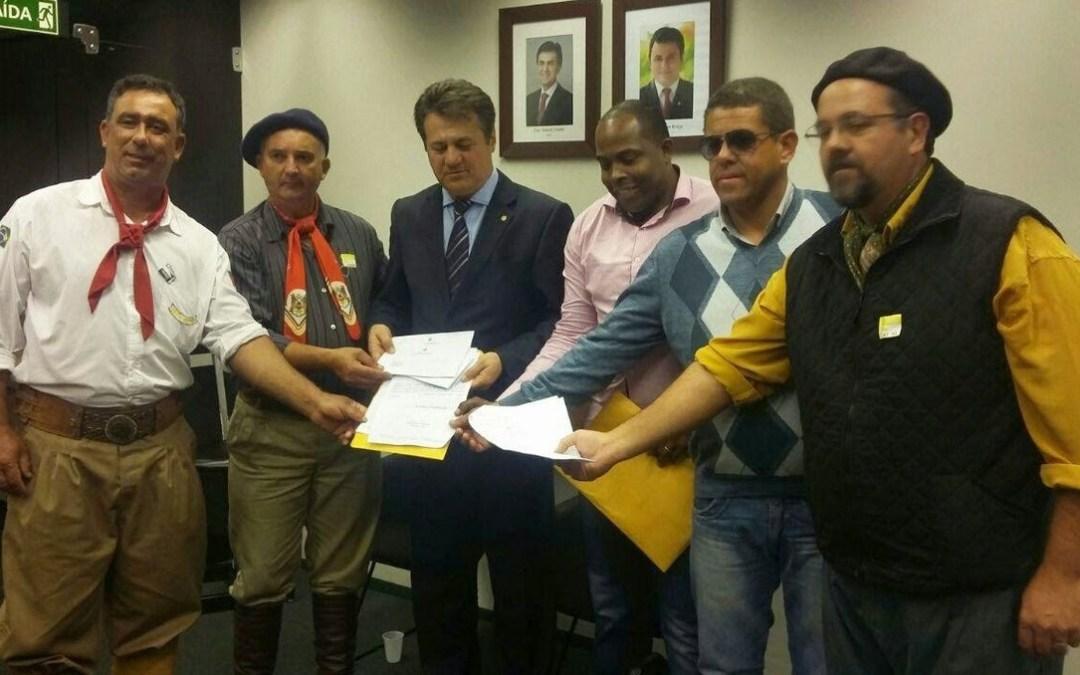 Saiu na mídia – Vereadores pinheirenses entregam pleitos em Brasília/DF para a Bancada Gaúcha