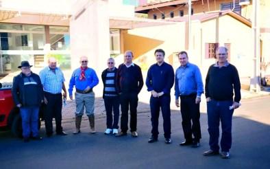 Comunidade ernestinense recepciona o deputado Giovani Cherini