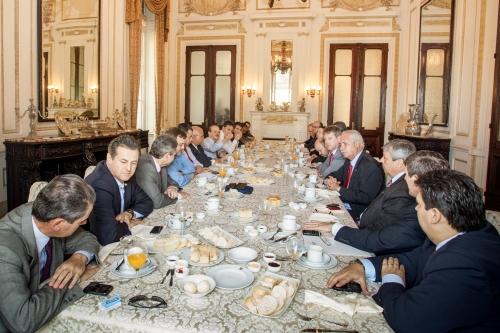 Em café da manhã com governador, Cherini pede atenção às estradas da região