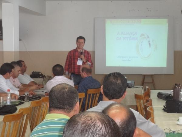 Tapes recebe curso de marketing governamental do deputado Giovani Cherini