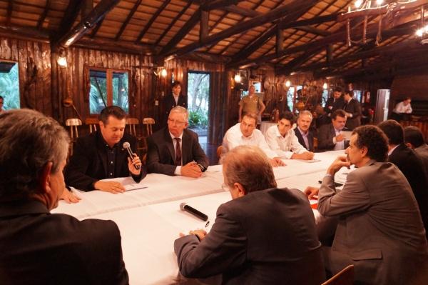 Deputado Giovani Cherini participa de audiência com o Governador para tratar das demandas de Trindade do Sul e Farroupilha