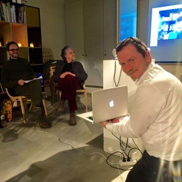 Con gli scrittori Igor Rajki (Croazia), Kenneth Krabat (Danimarca) e Felicia Gonzalez (Cuba/USA) durante un reading internazionale a Copenaghen nel marzo 2016.