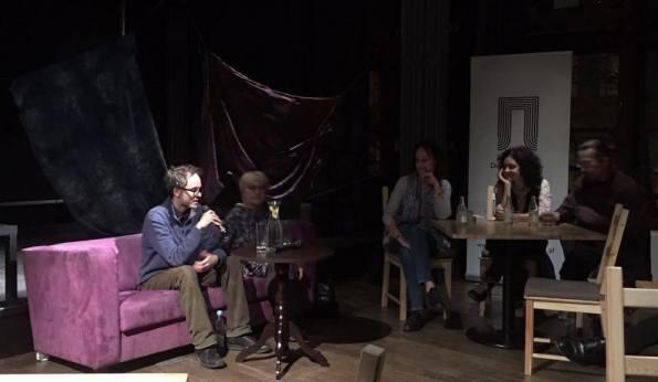 """Presentazione di """"Ścieżki nocy"""" presso il Klub Proza (Dom Literatury) di Breslavia, con la Prof.ssa Justyna Łukaszewicz e i co-traduttori Katarzyna Antoniewicz, Krzysztof Wrona e Zuzanna Gaczyńska (novembre 2016)."""