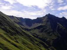 Blick zurück zum Stablsee umrahmt von Pfeilspitze und den Kreuzspitzen © Gipfelfieber.com