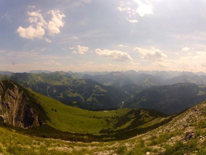 Blick gen Südosten vom Gipfel © Gipfelfieber.com