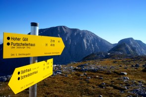 Das Ziel auf dem Schild und im Hintergrund © Gipfelfieber.com
