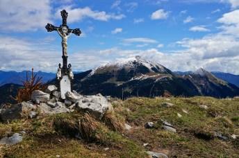 """Das """"Gipfelkreuz"""" am Vorderskopf und der Schafreuter © Gipfelfieber.com"""
