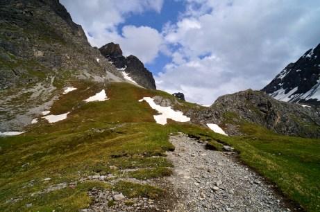 Die Lischanahütte thront auf einem Fels © Gipfelfieber.com