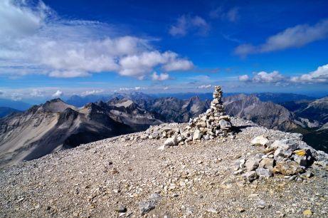 Ein Steinmandl markiert den Gipfel der Westlichen Ödkarspitze © Gipfelfieber.com