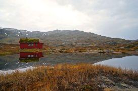 Malerisch liegen die Hütten an einem See © Gipfelfieber.com