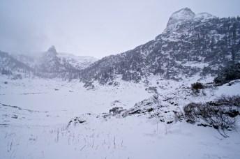 Andere Perspektive: Schönfeldspitze vom verschneiten Funtensee von Süden © Gipfelfieber.com