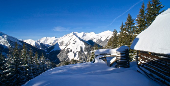 Ein Wintertraum in blau-weiß: Splitboardtour zum Joch