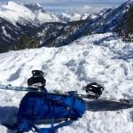 Mit aufgeschnalltem Snowboard ©Gipfelfieber