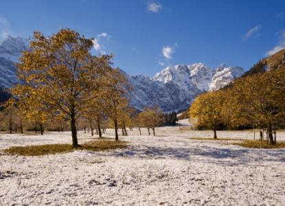 Wandern in der Eng: Wenn der Winter den Herbst küsst ©Gipfelfieber