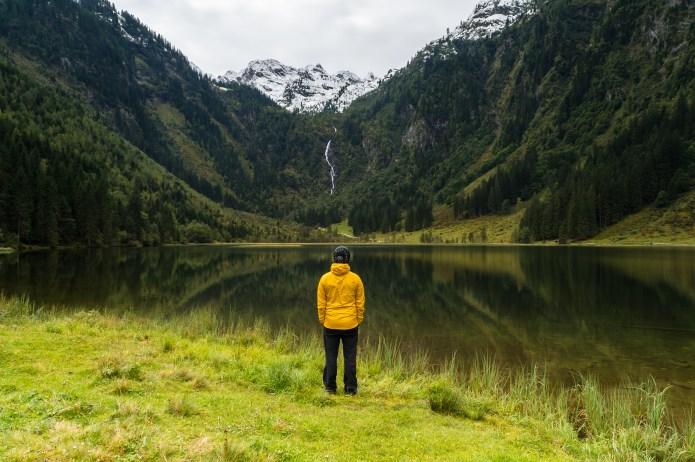 Herbsttage im Ennstal: Goldsuche am Steirischen Bodensee und eine Hirschpirsch