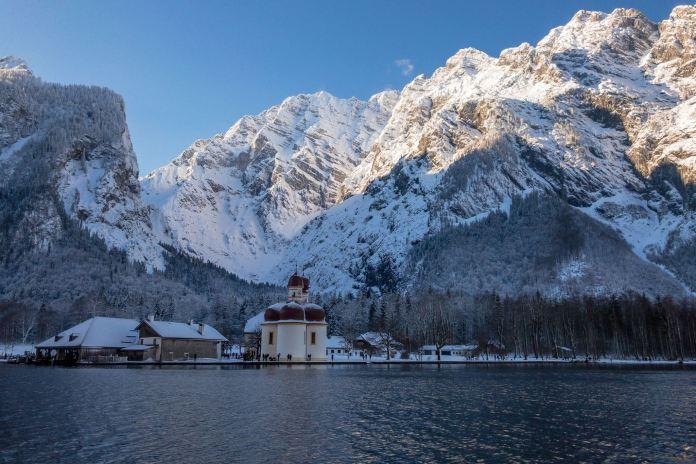 Die Eiskapelle im Winter: Finstere Stille an der Watzmann Ostwand ©Gipfelfieber