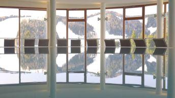 Der Morgen spiegelt sich im Pool ©Gipfelfieber