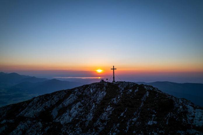 Sonnenuntergang am Gamsknogel: Ein Schauspiel in Orangerot
