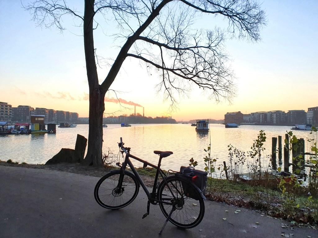 Morgendliche Stimmung in der Rummelsburger Bucht bei meiner Berliner Südosten Radtour am Wasser