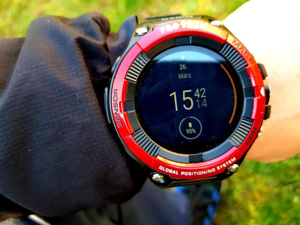 """Casio Pro Trek WSD-F21HR Smartwatch mit """"Digitale Elemente""""-Zifferblatt"""