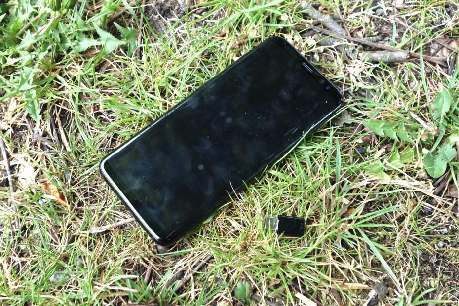 Samsung Galaxy S8 mit USB-C-Adapter