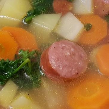 Schnelle Gemüsesuppe mit Knacker Outdoor-Rezept