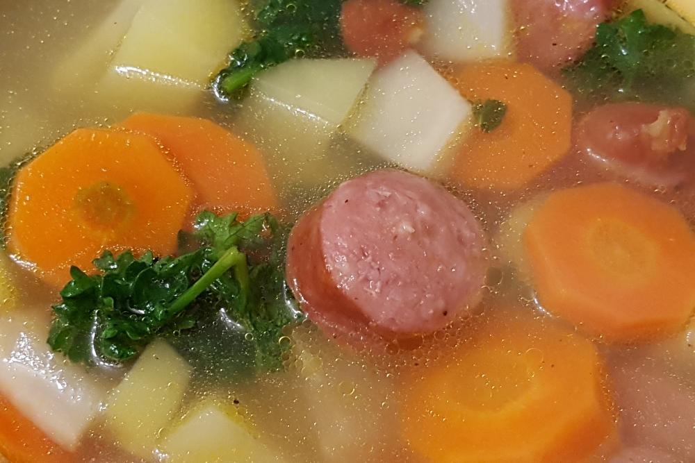 Gemüsesuppe mit Knacker
