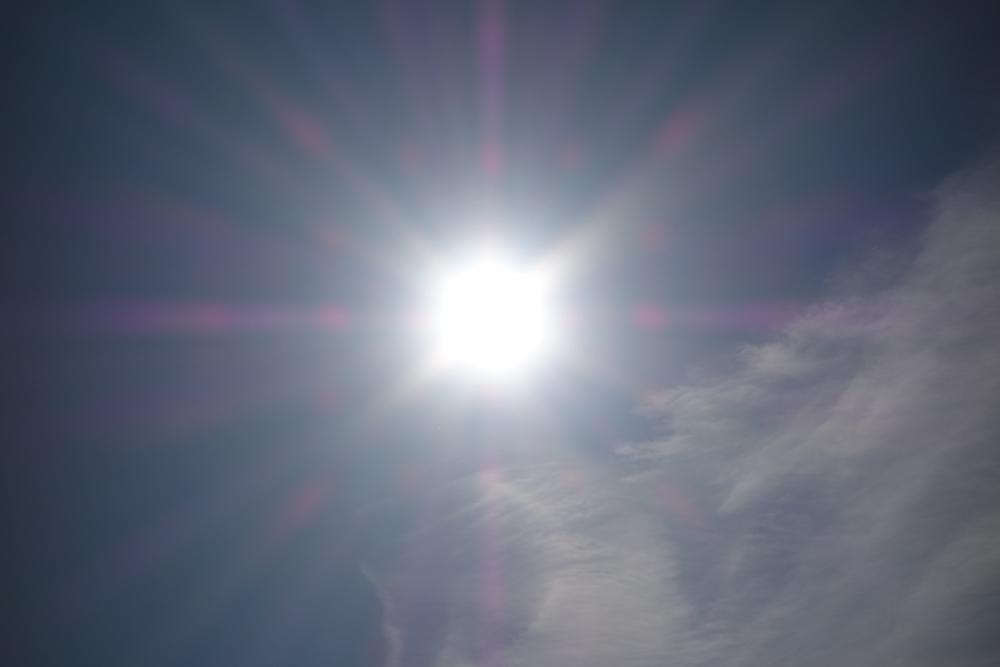 Je höher der UPF, desto besser schützt Kleidung vor der Sonnenstrahlung.