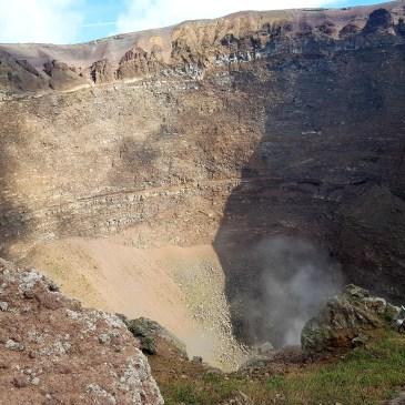 Spaziergang zum Krater des Vesuv