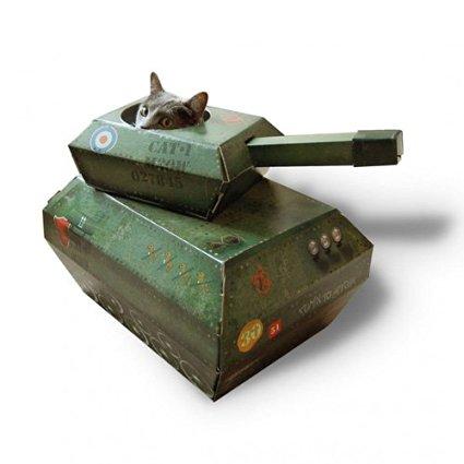 戦車に入る猫