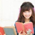 気になるクラスメイトの女子に2017年の話題作の漫画&ライトノベルをプチプレゼント!