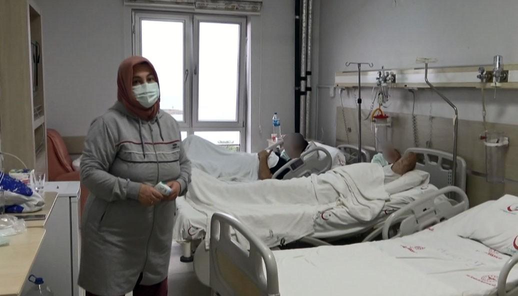 Korona virüse yakalanan eşi ve oğlunun hem refakatçisi hem de hemşiresi