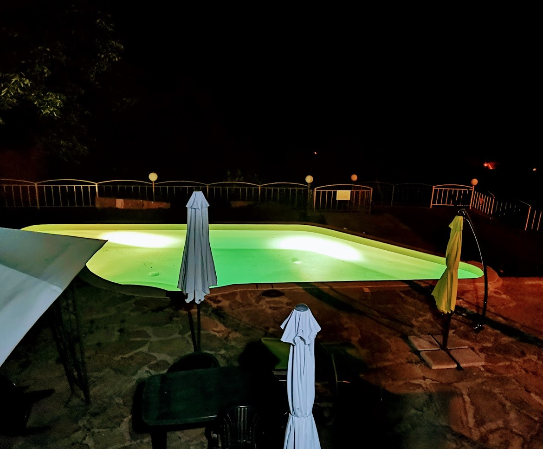 Нощен басейн