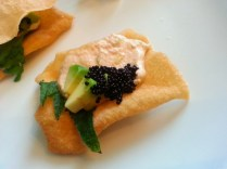 ravioli croccanti con gambero, capesanta, menta jap e mayonese di verdure