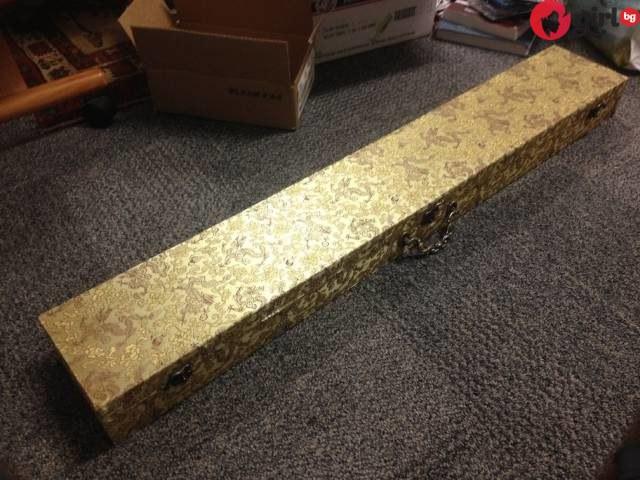 Мъж откри странна златна кутия, захвърлена на боклука и реши да я вземе - когато я отвори у тях остана изумен!