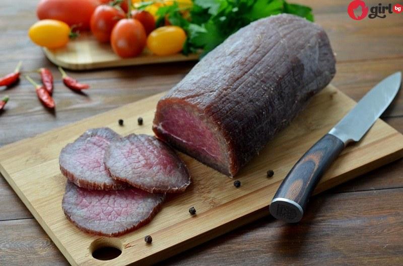 Откакто знам това вече не купувам мезета от магазина - просто заливам месото с водка или коняк, чакам 3 дни и готово!