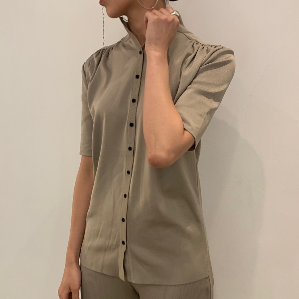 【TAN】SMOOTH BLOUSE