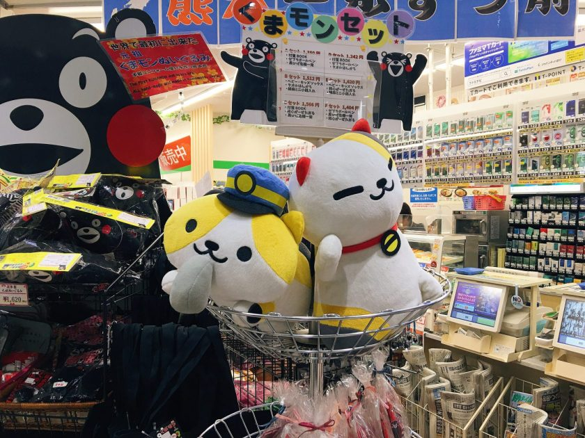 Neko Atsume plushies at the Kumamoto station souvenir store! Unfortunately these are not for sale :(