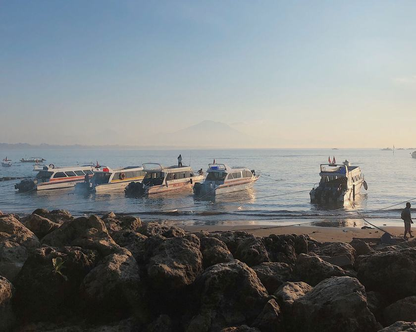 Sanur Beach: All the boats waiting to take you to Nusa Penida / Lembongan