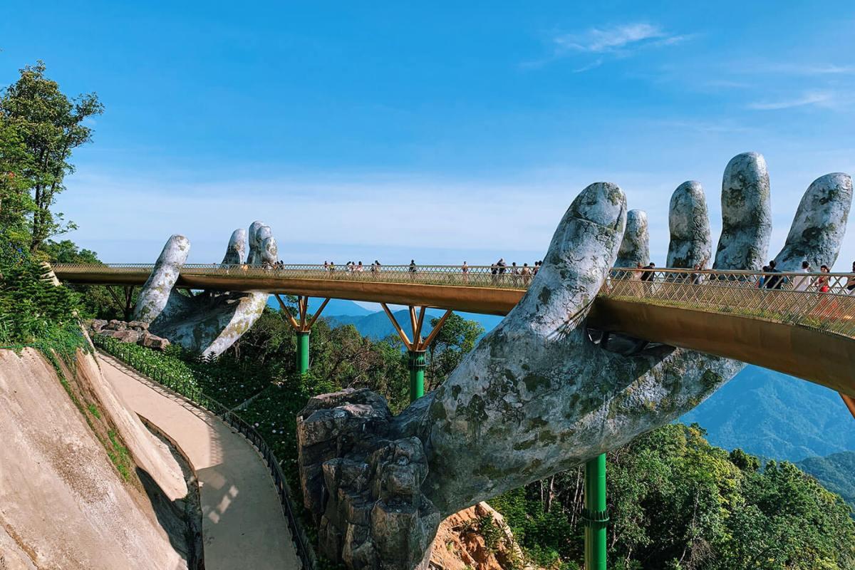 The Golden Bridge hands at Ba Na Hills